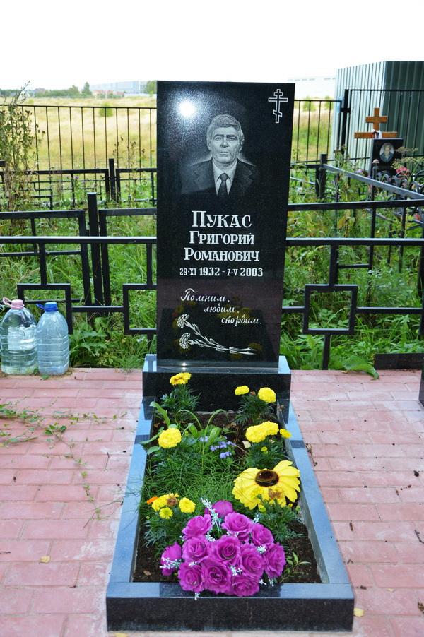 Памятники на могилу фото волжский памятники с установкой цена юлмарт